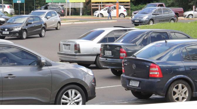 Última semana para licenciar de veículos com placas com final 4 e 5