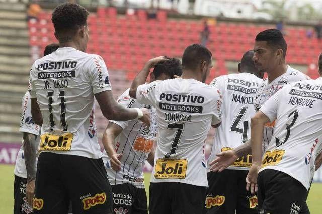 Jogadores do Timão comemoram gol (Foto: Daniel Augusto/Agência Corinthians )